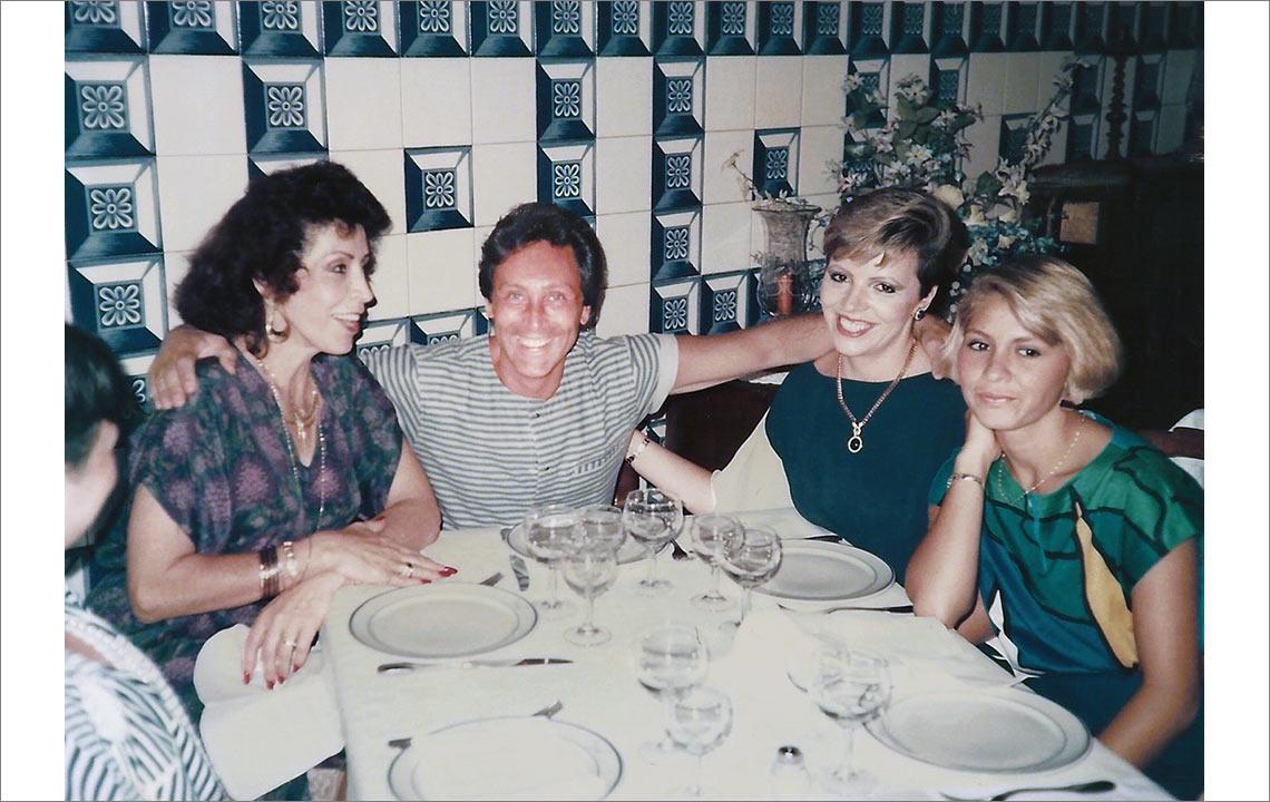35 - Comiendo en Madrid con la familia de Ana Elvia
