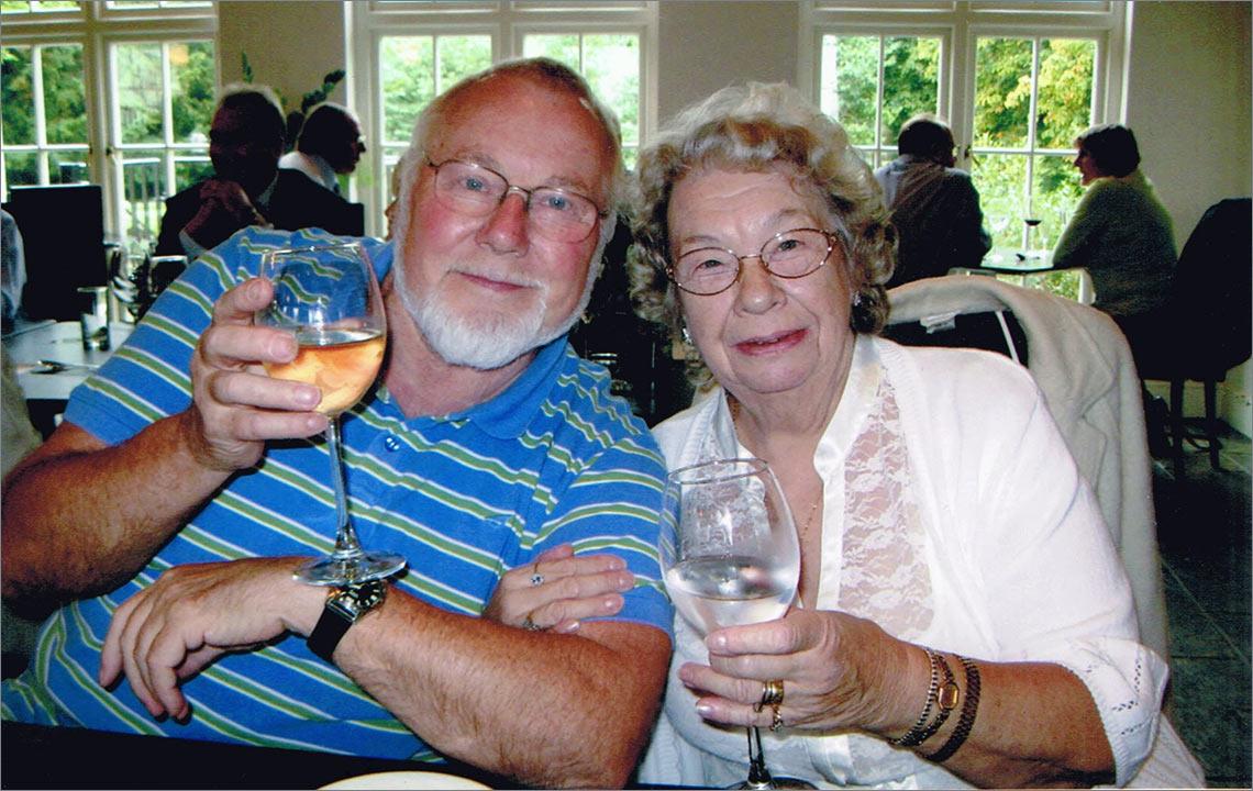 """""""Eric y Jean Thomas"""" celebrando su aniversario de casados"""